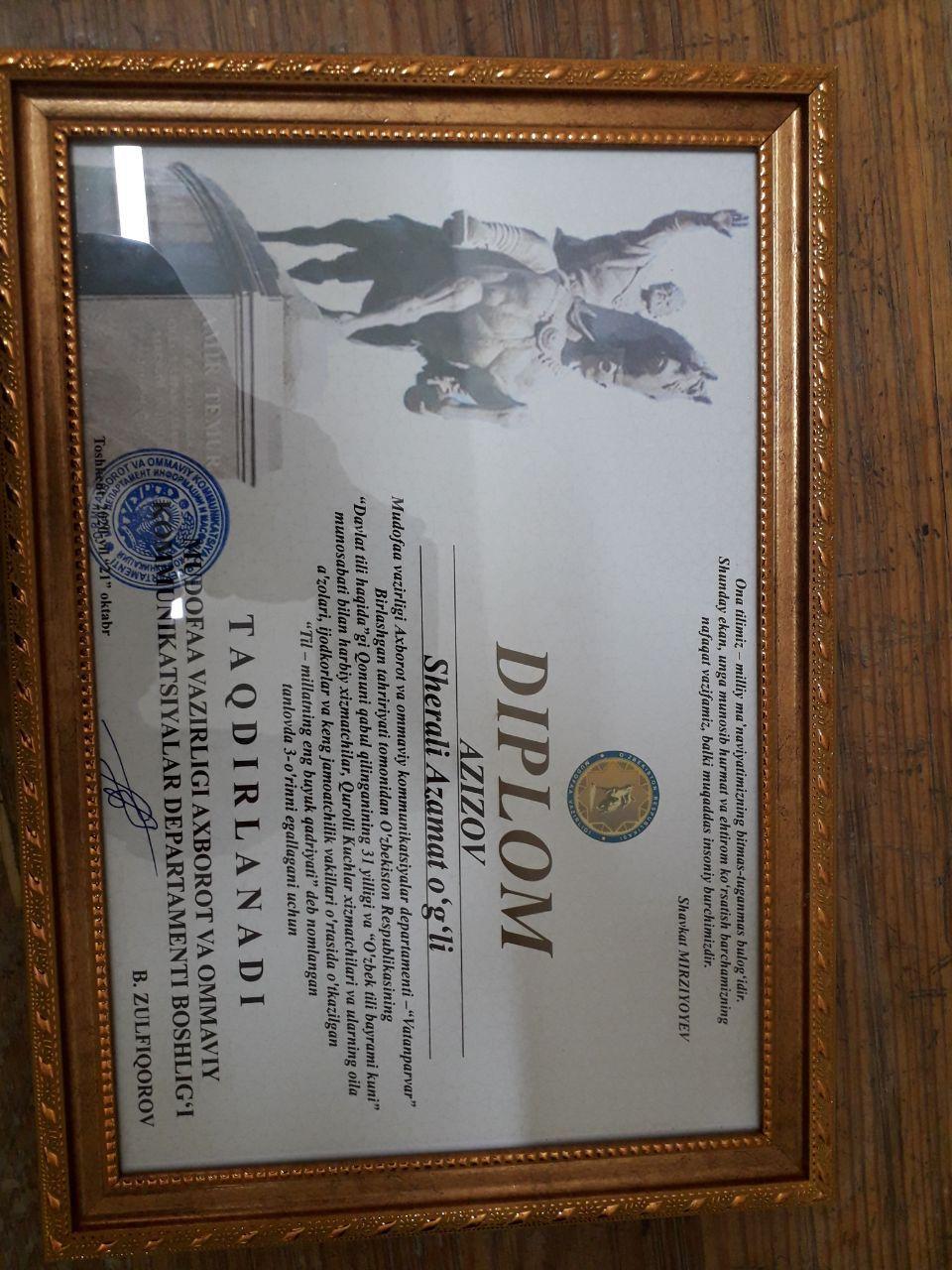 Ўзбекистон давлат санъат ва маданият институти талабаси диплом ҳамда 550 000 сўм пул мукофоти билан тақдирланди.