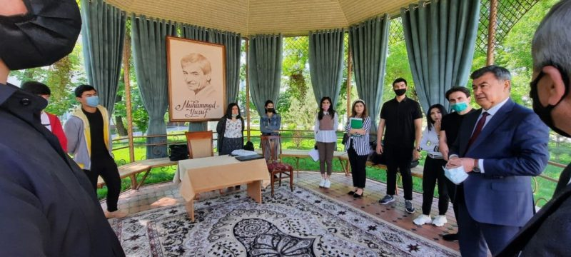 Institut rektori Ibrohim Yо'ldoshev Teatr san'ati fakulteti talabalari bilan uchrashdi